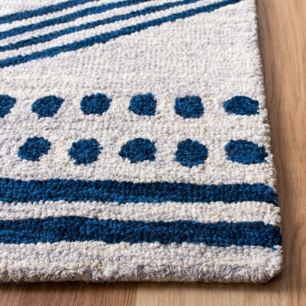 Essence Ivory Wool Rug 6' x 9'