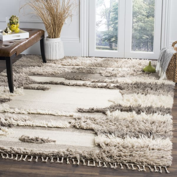 Ivory Wool Rug  8' x 10'