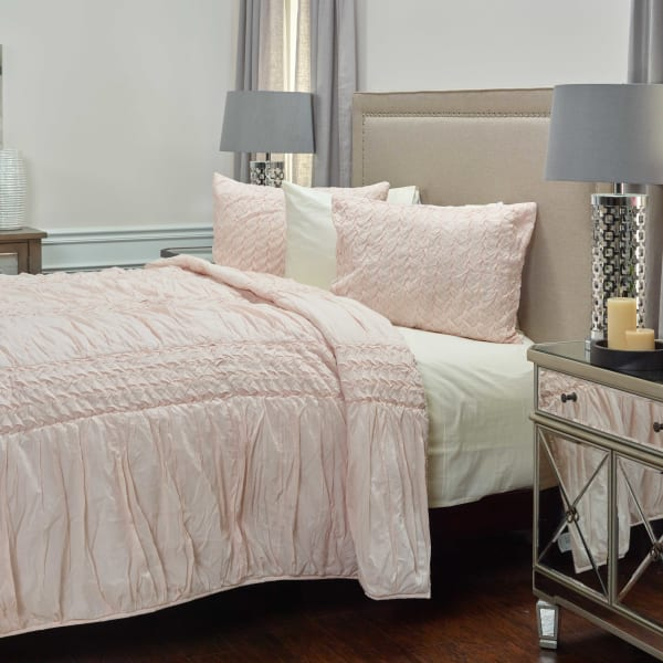 Carly Petal Pink Queen Quilt