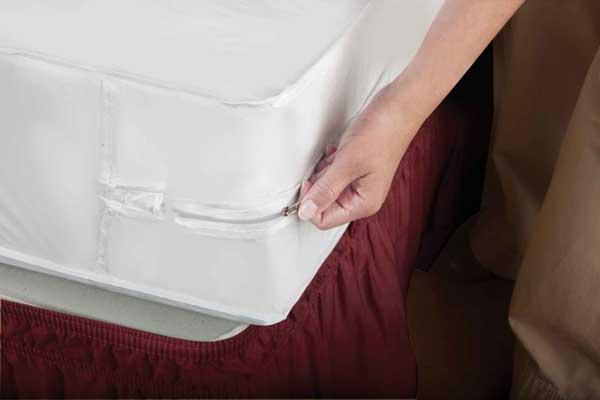 Full Size White PVC Zippered Mattress Cover