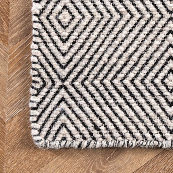 Hand Woven Ago 8' x 10' Ivory Wool Rug