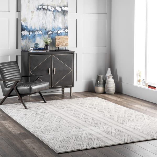 Sarina Diamonds 5' x 7' Gray Rug