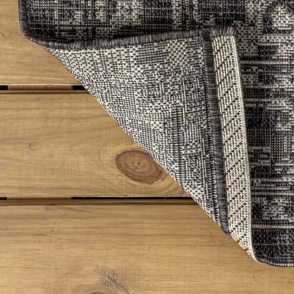 Malta Bohemian Medallion Textured Weave Indoor/Outdoor Black/Gray 4' x 6' Area Rug