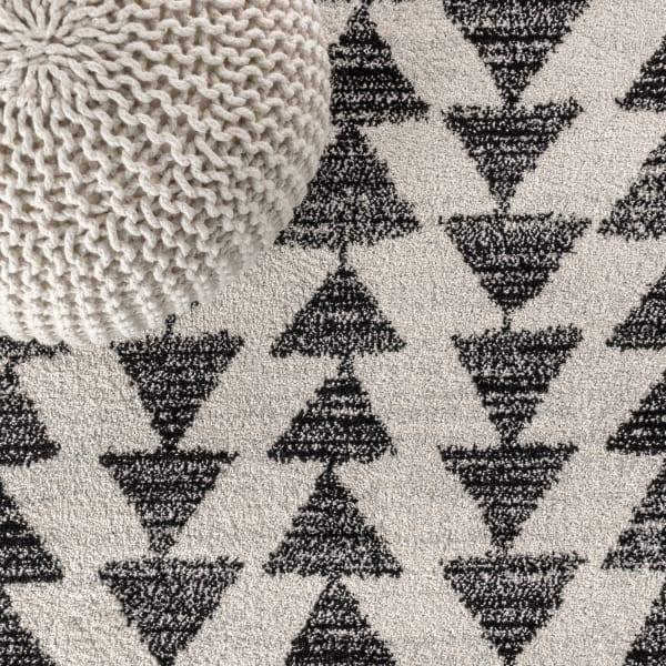 Moroccan Triangle Geometric  Cream/Black Area Rug