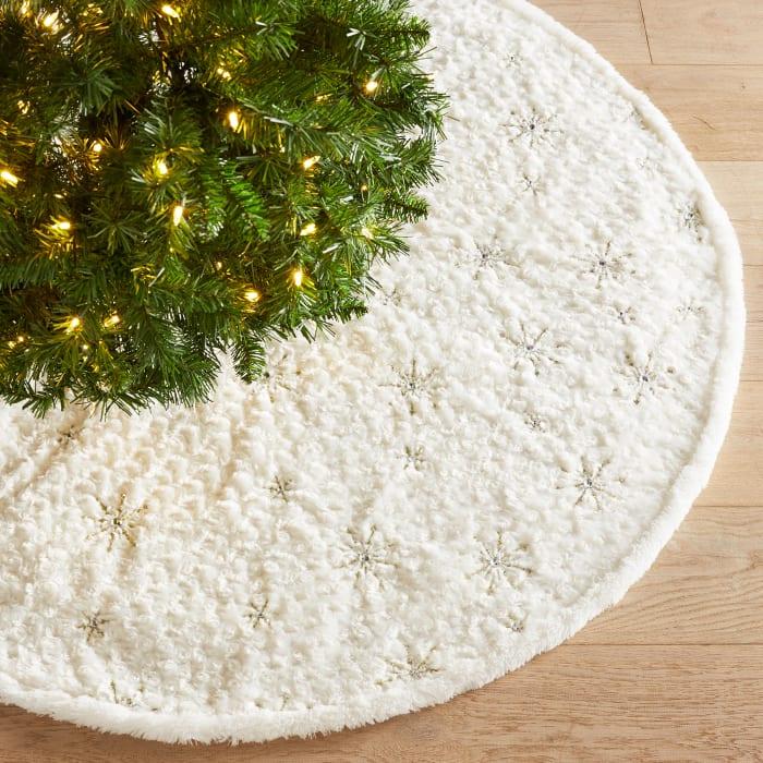 LED Light-Up Fuzzy Snowflake Tree Skirt