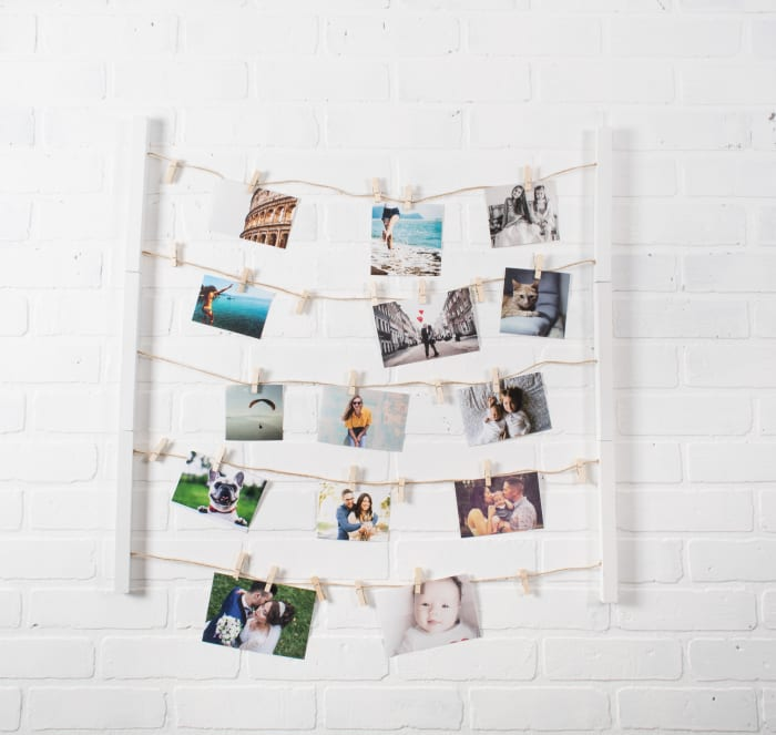 Floating Frame With Clips White