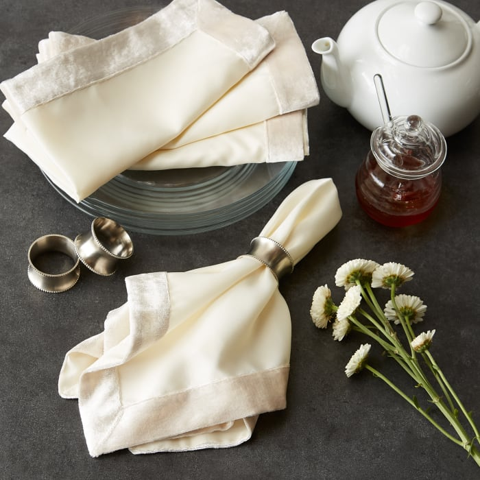 Cream Velvet Trimmed Napkin (Set of 4)