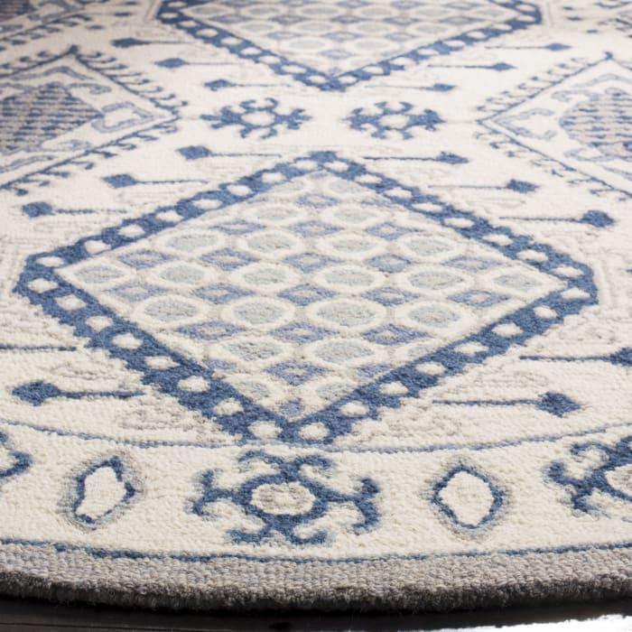 Essence 511 4' X 6' Ivory Wool Rug