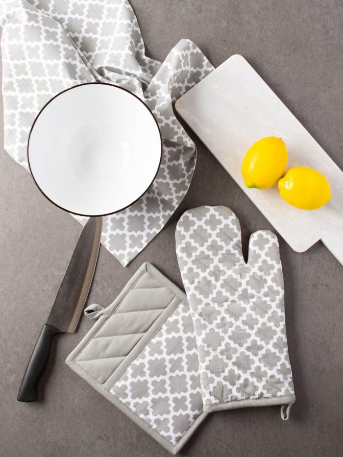 Gray Lattice Oven Mitt & Potholder Set