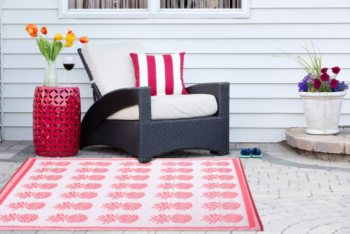Coral Pineapple Outdoor Rug 4x6-ft