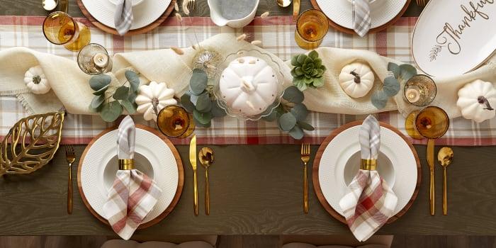 Thanksgiving Cozy Picnic, Plaid Table Runner 14x108