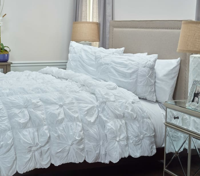 White 100% Cotton Voile Squares With Knots 68