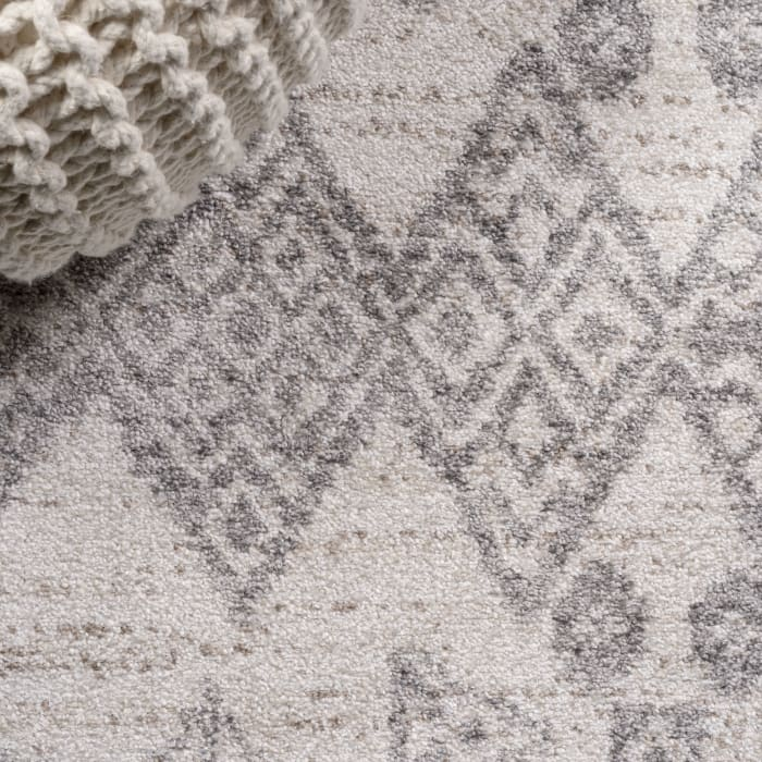 Tribal Diamond Geometric Gray/Beige Area Rug