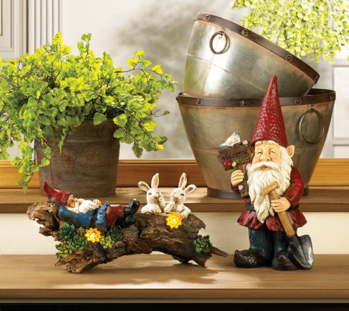 Welcome Gnome Solar Garden Decoration