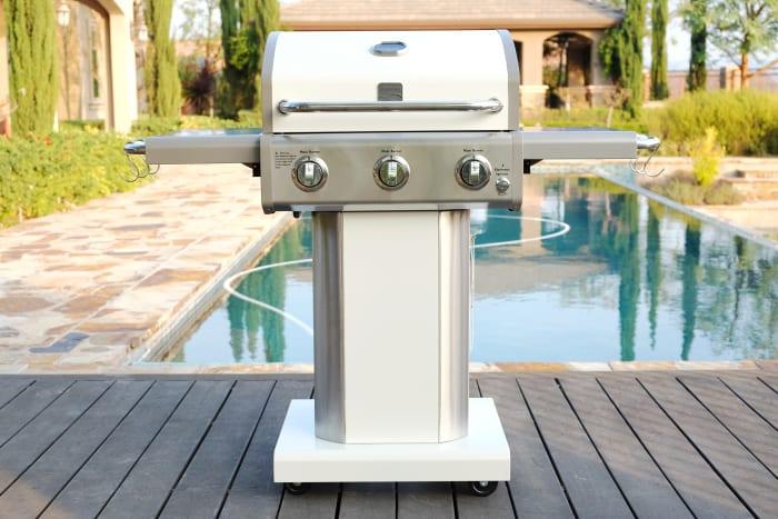 Kenmore 3 Burner Pedestal Grill with Folding Side Shelves in Pearl