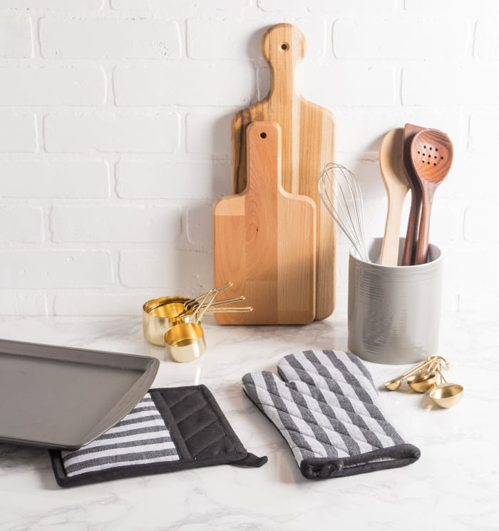Black & White Stripe Oven Mitt (Set of 2)