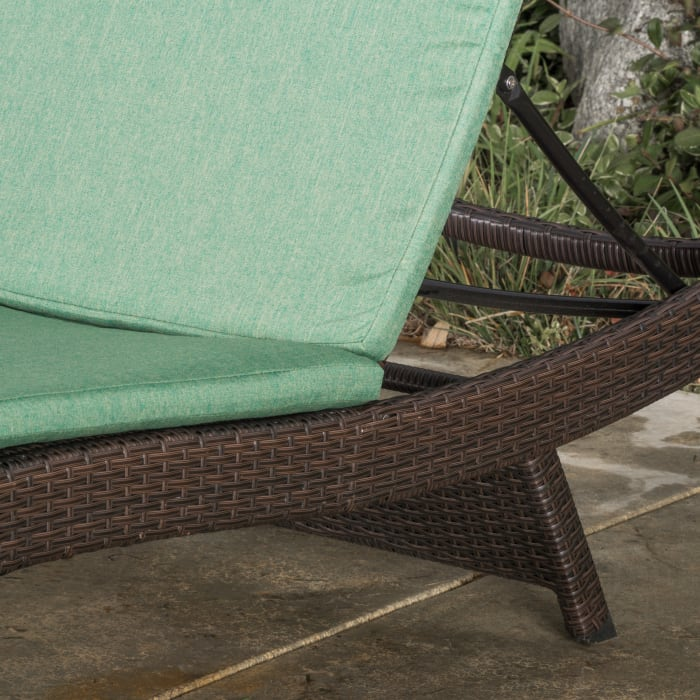 Chaise Lounge with Cushion Set