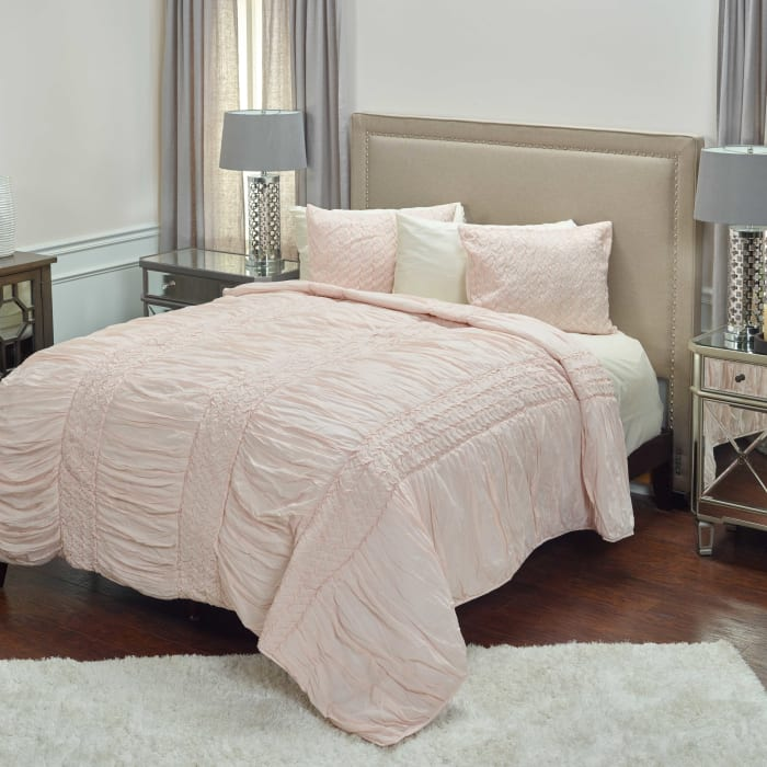 Carly Petal Pink King Quilt