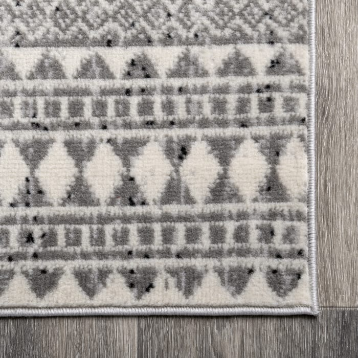 Catherine Henna Tribal Bands 5' x 8' Gray Rug