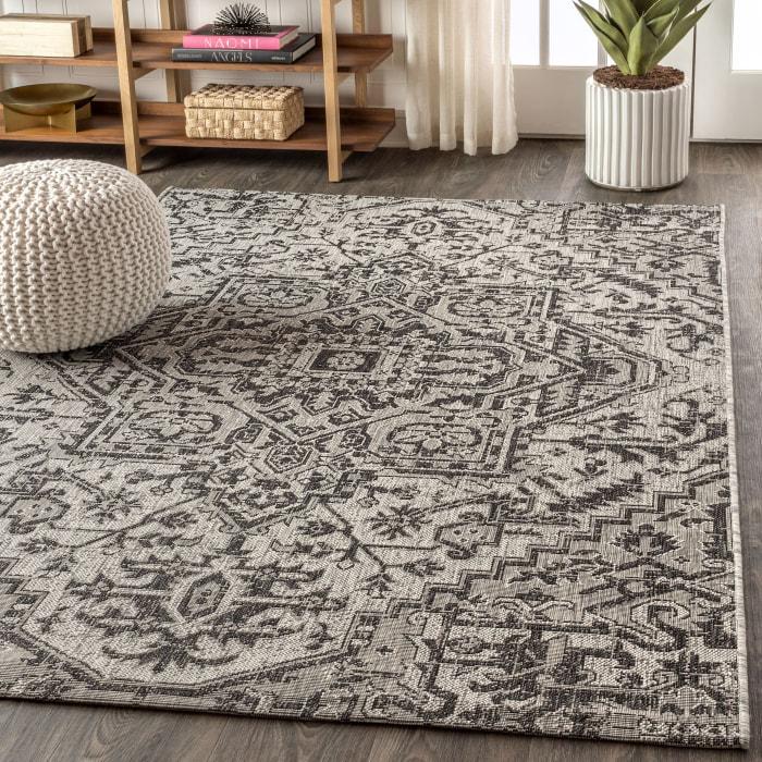 Bohemian Medallion Textured Weave Indoor/Outdoor Black/Gray 8' x 10' Area Rug