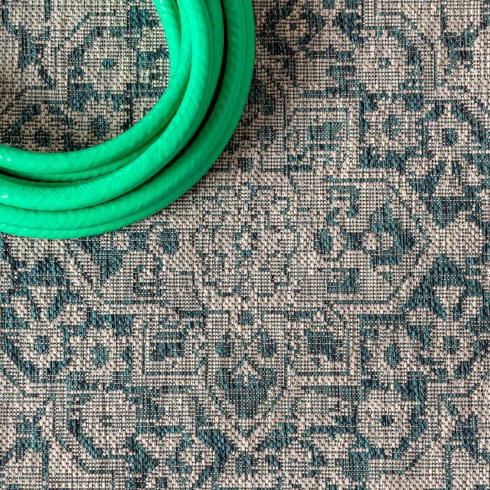 Boho Medallion Textured Weave Indoor/Outdoor Gray/Teal 5' x 8' Area Rug