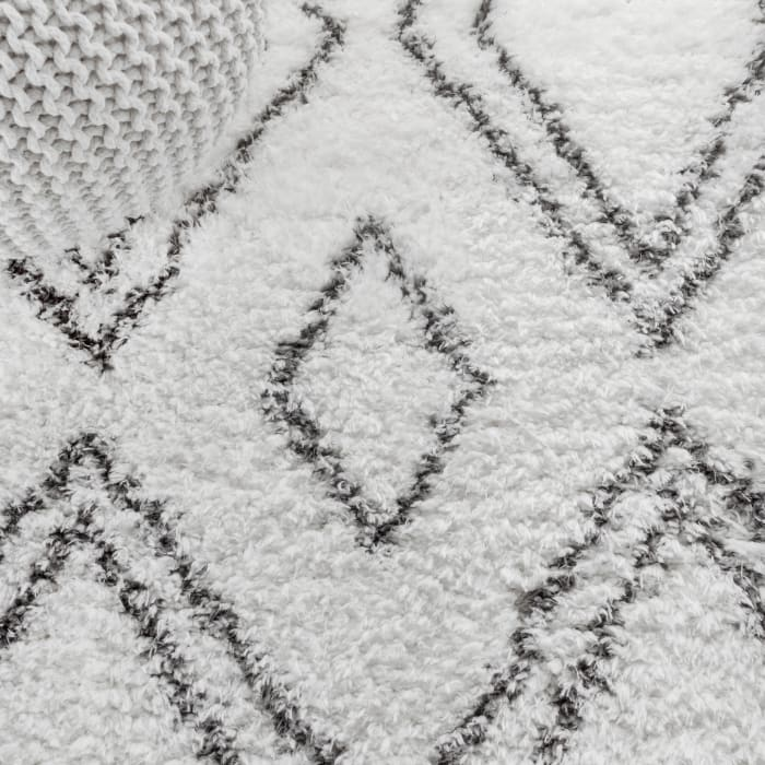 Moroccan Style Diamond Shag Ivory/Dark Gray 8' x 10' Area Rug
