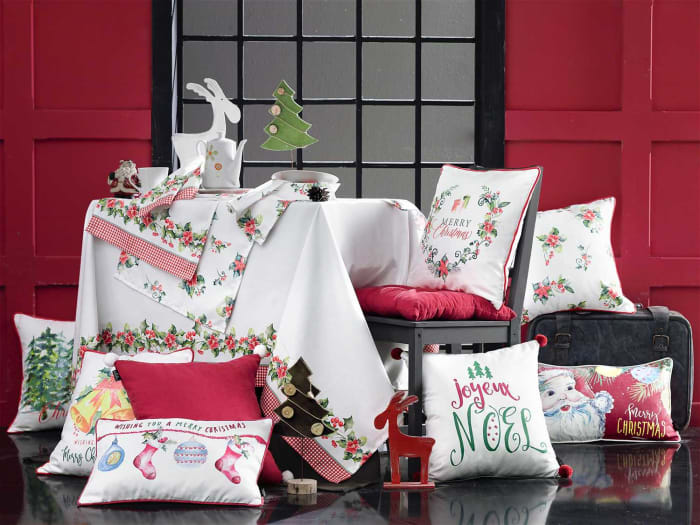Merry Christmas Wreath Decorative Throw Square Pillow Cover