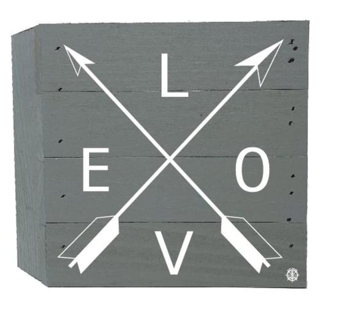LOVE ARROWS ON GRAY Wall Accent