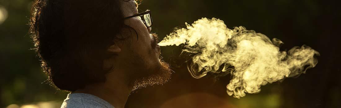 Osoba koja puši marihuanu