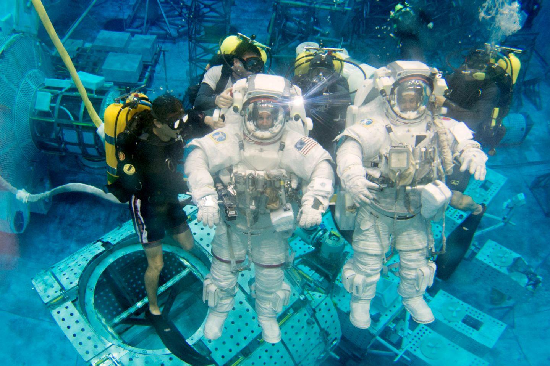 where do astronauts train - photo #4