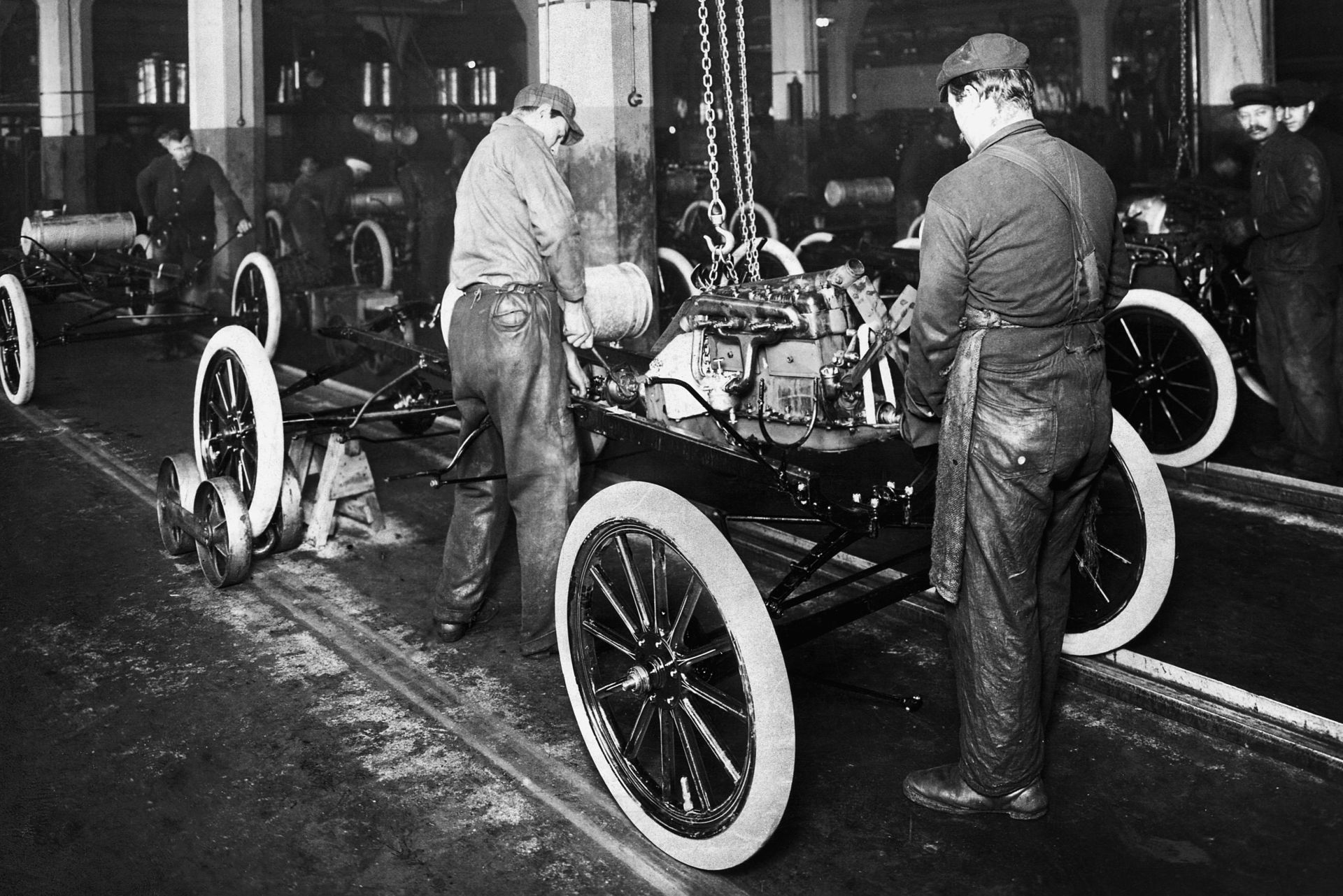 ... were flocking to Ford Motor Company's plant looking for work. Not only did this wage increase stabilize turnover, it also gave his employees the ability ...