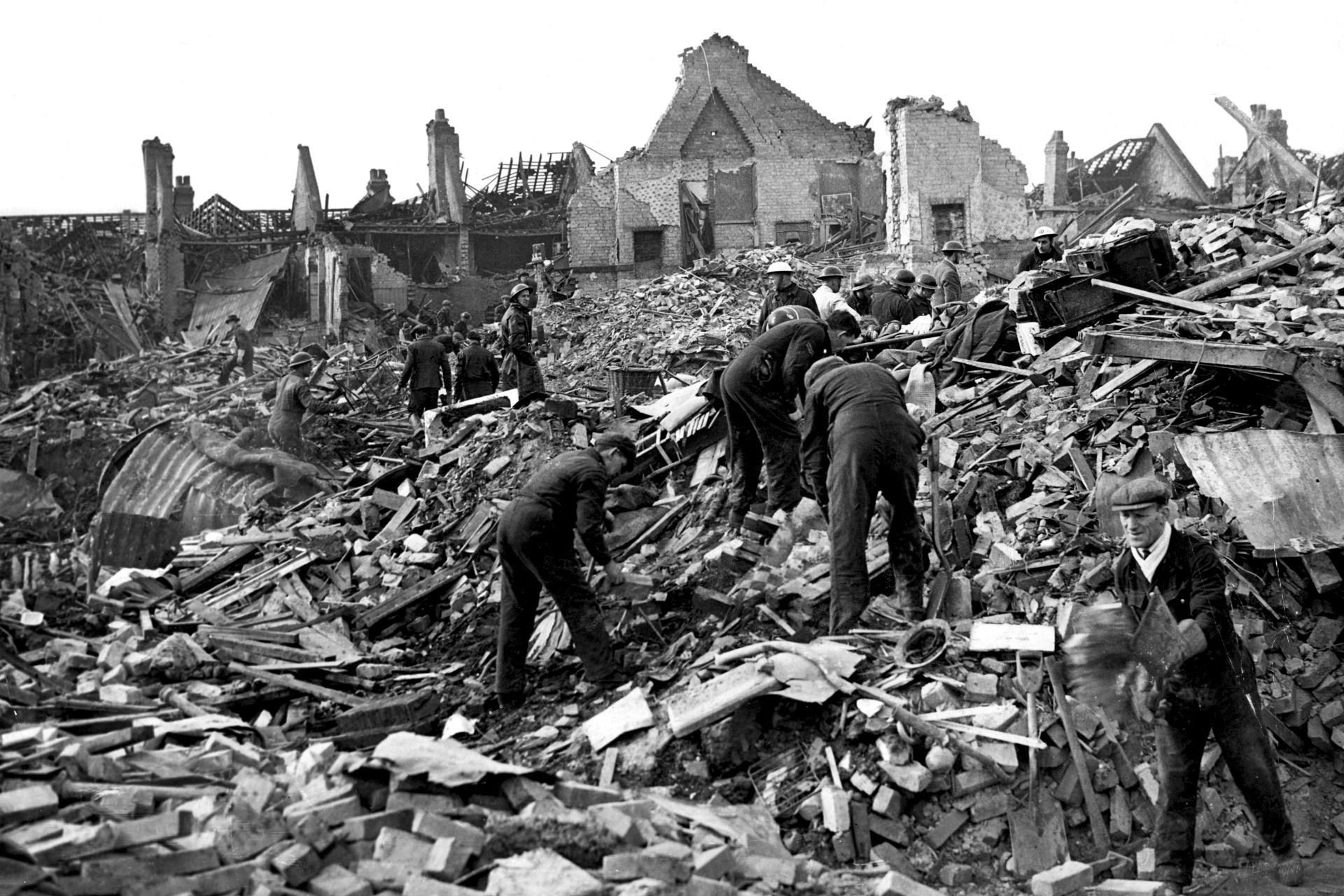 the german blitz The blitz did not facilitate operation sea lion, the planned german invasion of britain by may 1941 the threat of an invasion of britain had passed, and hitler's attention had turned to operation barbarossa in the east.