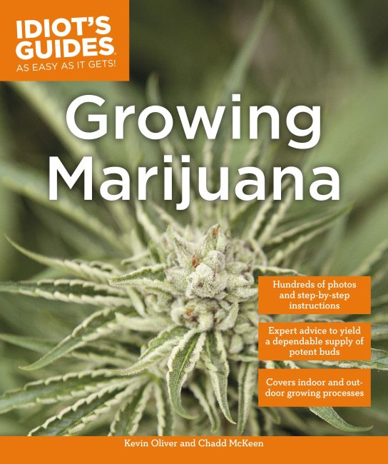 Paperback cover of Growing Marijuana