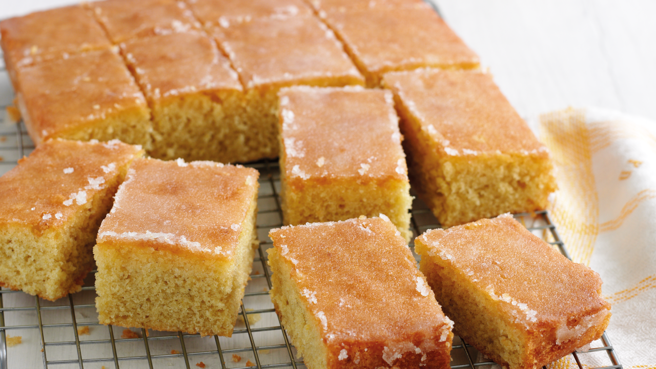 pictures Mary Berry's Lemon Drizzle Traybake Recipe