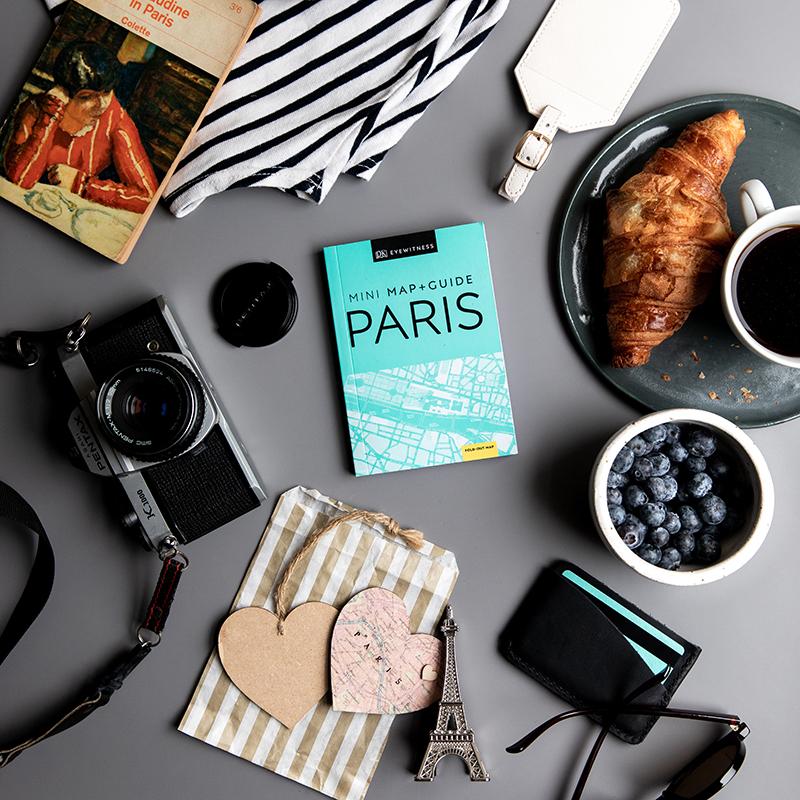 Mini Map & Guides Paris Flatlay jpeg