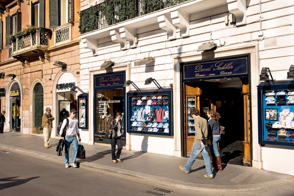 Via del corso rome dk eyewitness travel for Mac roma via del corso