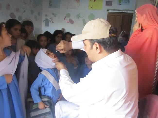 Vaksin Polio Oral. Sumber: T Ghafoor, PHIL CDC, 2011.