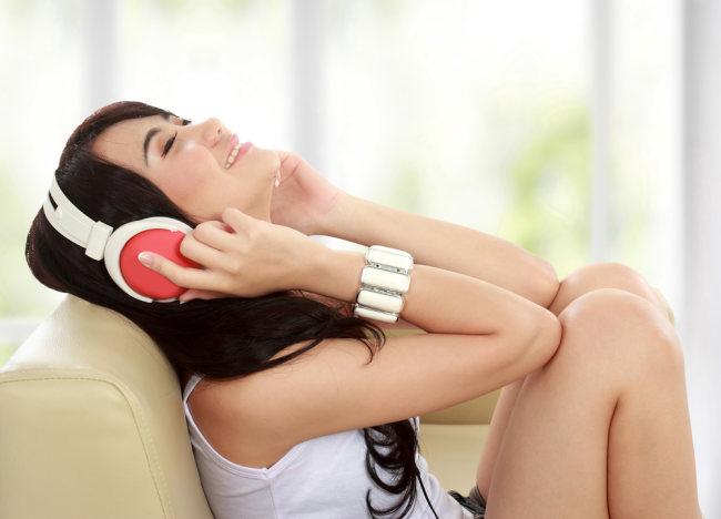 Cara Mendengarkan Musik Agar Aman Bagi Telinga