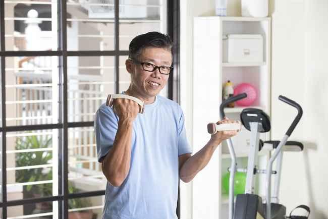 Cara Menjaga Kesehatan Tubuh Pria Usia 50 Tahun ke Atas - Alodokter