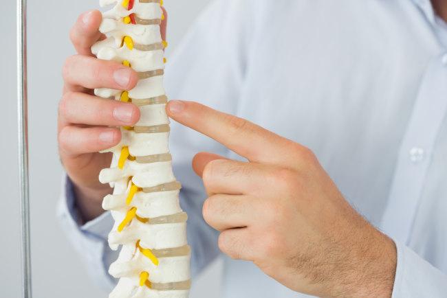 cedera sumsum tulang belakang bisa merembet sampai jauh - alodokter