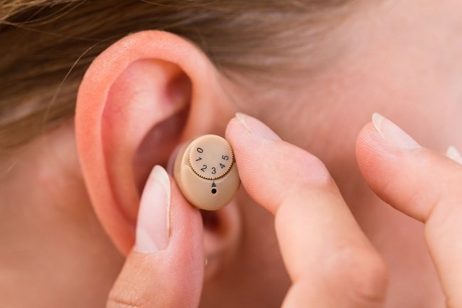 Penurunan Kemampuan Pendengaran dan Penanganannya - Alodokter