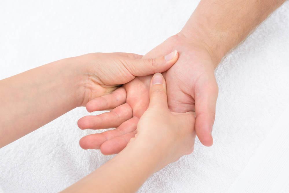 mengenal akupresur dan manfaatnya untuk tubuh anda - alodokter