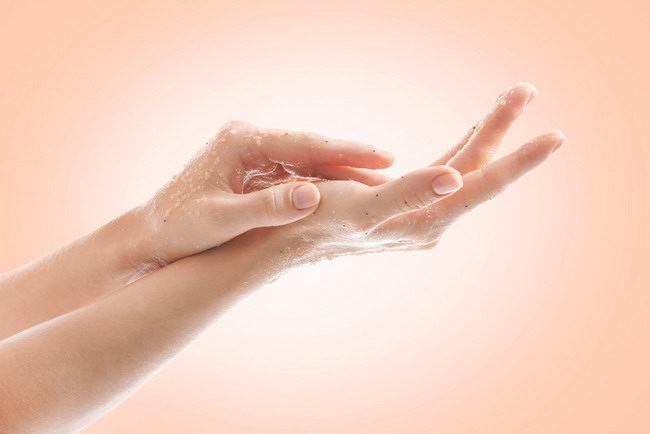Penyebab Kulit Tangan Mengelupas dan Cara Mengatasinya - Alodokter