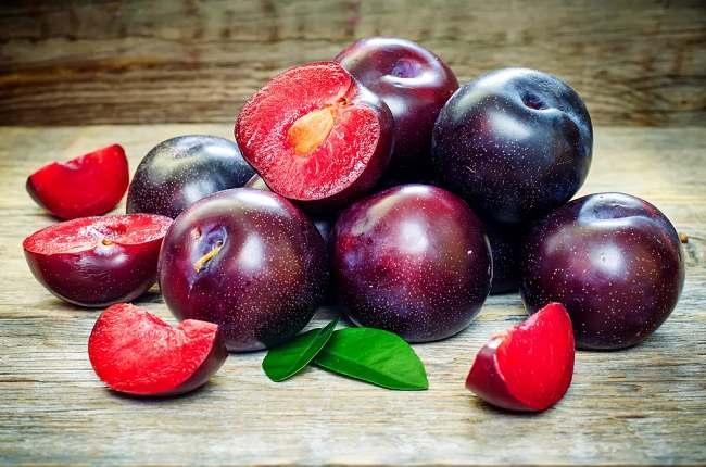 benefits of plum fruits - alodokter