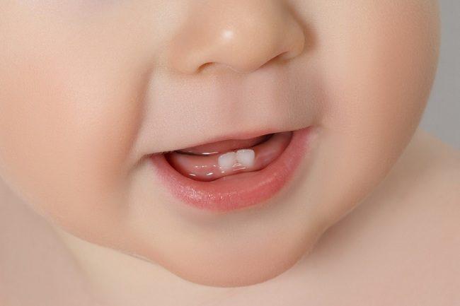 Ayah dan Bunda, Ini yang Diperlukan Bayi saat Tumbuh Gigi - Alodokter