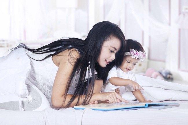 banyak manfaat, yuk mulai bacakan buku cerita untuk si kecil - alodokter