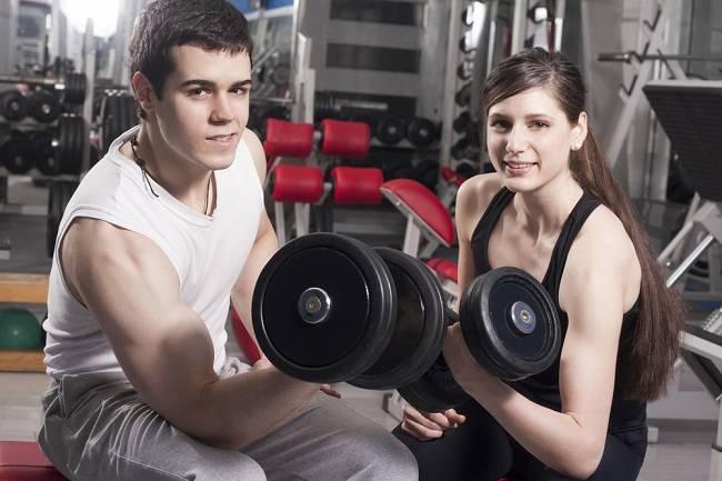 Membentuk Otot Biseps dan Triseps dengan Rangkaian Latihan Ini - alodokter