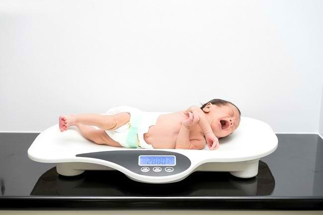 berat badan bayi normal - alodokter