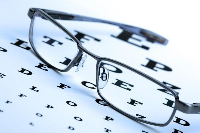 cek bareng-bareng jenis lensa kacamata di sini - alodokter