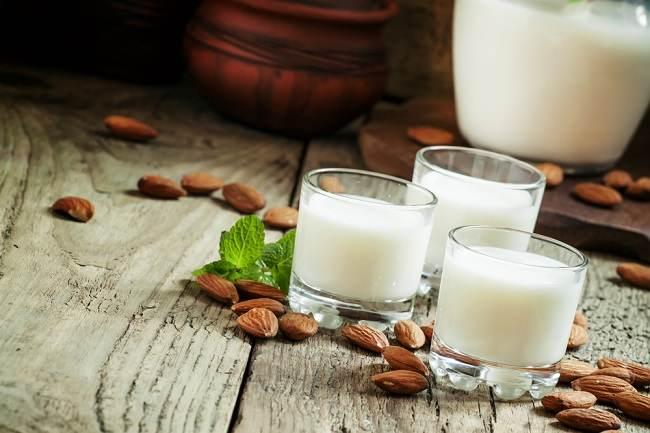 susu almond alternatif sehat dan mudah dibuat di rumah - alodokter